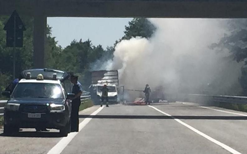 furgone fiamme trignina 2