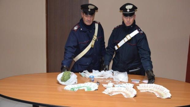 Spaccia droga a 15 anni: presa. Rivolta dei residenti a Crotone