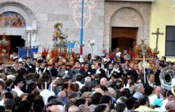 Processione San-Nicandro-uscita-basilica