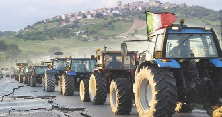 La marcia dei 100 trattori