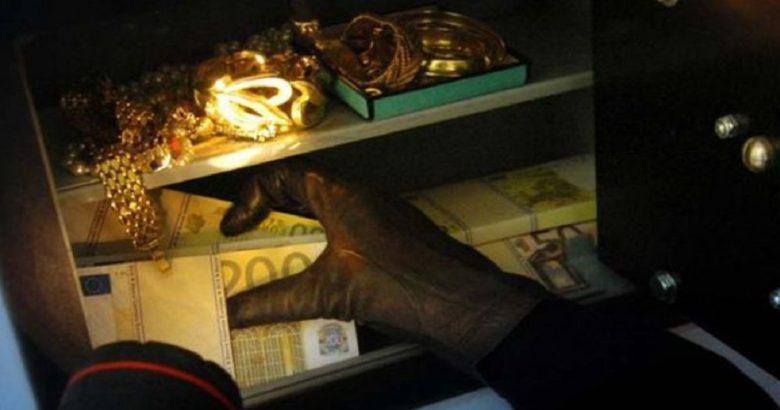 furto denaro gioielli badante