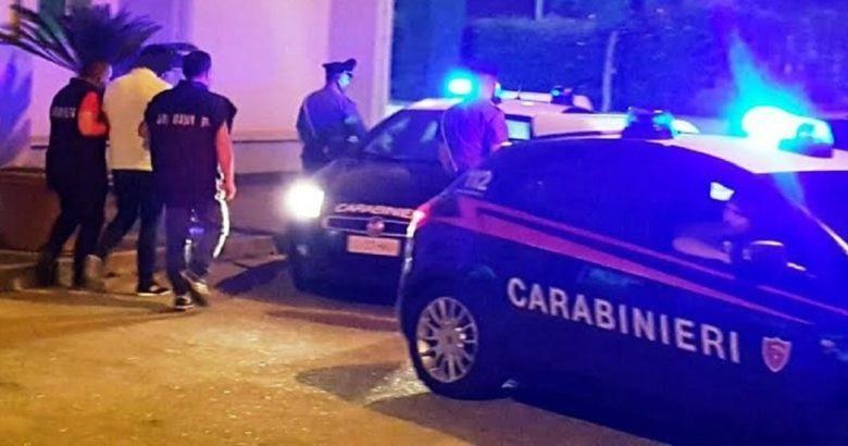 Pronto Carabinieri, venite ad arrestarci. Ladri sorpresi dal proprietario chiamano i carabinieri