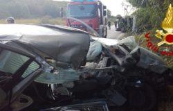 Scontro frontale tra auto e camper, tre i feriti sulla SS 16