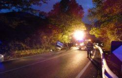 CRONACA - Cerca di fuggire alla Polizia, ma perde il controllo dell'auto e si ribalta