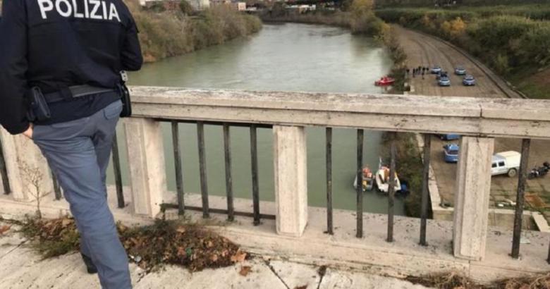 CRONACA - Tragedia, donna di Agnone si getta nel Tevere. Introvabili le due due figlie gemelline di pochi mesi