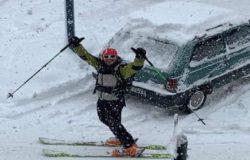 MALTEMPO - Neve, tra le tante difficoltà c'è chi scia in città