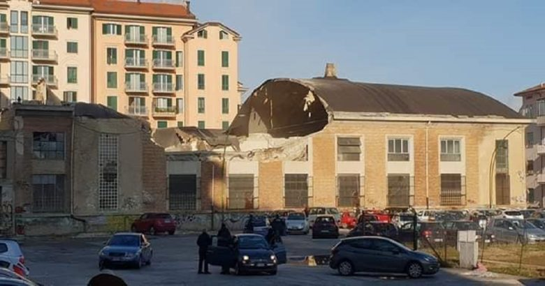 Campobasso Crolla il tetto di un vecchio capannone al centro della città