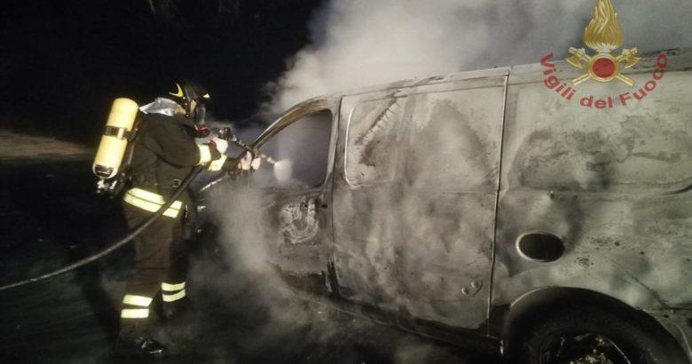 VENAFRO - Ceppagna, furgone in fiamme