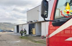tERMOLI fuoco il motore di un compressore, incendio al nucleo industriale