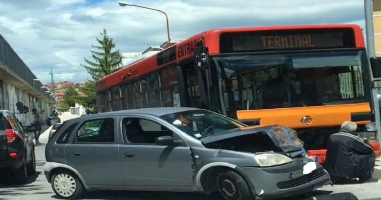 Campobasso Bus di città si scontra con utilitaria, ferita una donna
