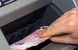 campobasso - Ruba circa 400 euro abbandonati al postamat, denunciata per furto