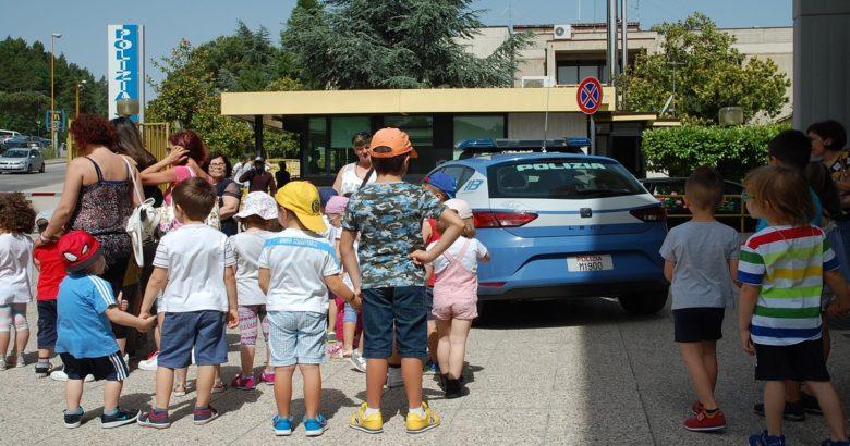 CAMPOBASSO - I bambini della Scuola dell'Infanzia di via Tiberio in visita alla Questura