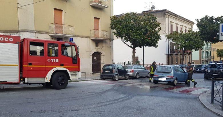auto in fiamme venafro viale della stazione