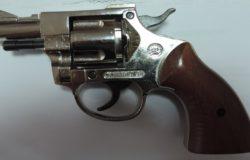 Revolver, senza matricola, casa, denunciato, Acquaviva Collecroce