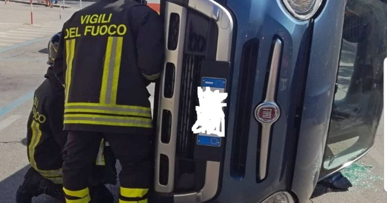 auto ribaltata termoli vigili del fuoco