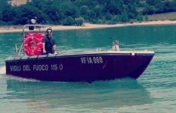 CASTEL SAN VINCENZO - Se la vede brutta in balia delle onde sul lago, salvato un turista