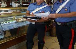 Disoccupato ruba denaro nel registratore di cassa di un bar, denunciato