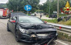 Incidente stardale, auto si ribalta e finisce nella cunetta