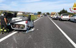 CRONACA - Incidente stradale, cinque auto coinvolte: una si ribalta. Tre persone in ospedale