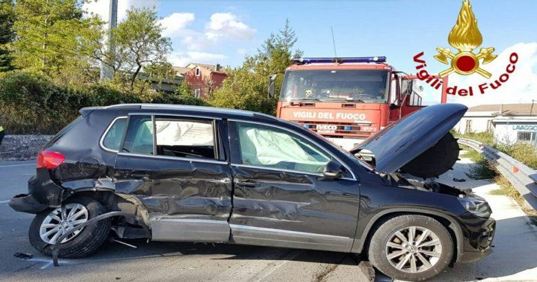 Incidente stradale, una donna e un bambino in ospedale