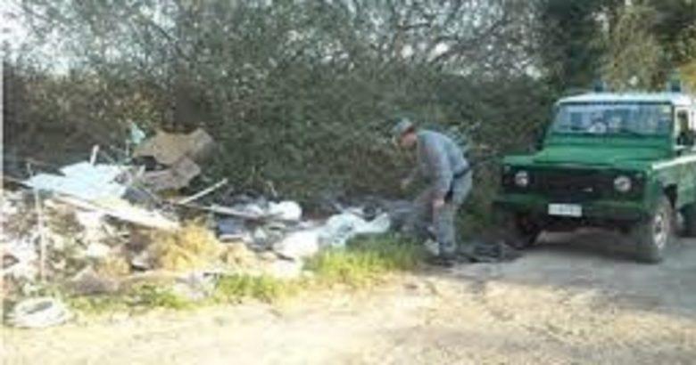 Abbandono di rifiuti solidi urbani