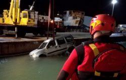 TRAGICO INCIDENTE - Precipita in mare con l'auto, muore un 76enne