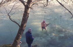 CAPODANNO - Di Carlo torna a tuffarsi nelle acque gelide del Volturno, ma è l'ultima