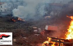 Campolieto, Bruciano rifiuti, giardino di casa, due persone denunciate