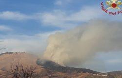 Vasto incendio su Monte Sant'Onofrio, fiamme divorano 5 ettari di bosco