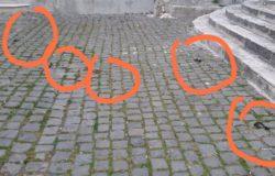 VENAFRO - Degrado in Piazza Annunziata escrementi di cani ovunque