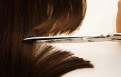 antica tradizione di tagliare una ciocca di capelli