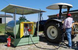 rifornimento-carburante-trattore