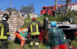 CRONACA - Si sente male in auto, finisce contro un muretto e si ribalta con l'auto morto un 73