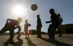 """Giocano a calcio, nonostante i divieti, gruppo di giovani, """"smascherati"""" dai Carabinieri"""