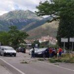 VENAFRO - Incidente alle porte della città, auto si schianta contro un albero