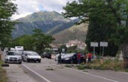 VENAFRO - Incidente, auto contro albero