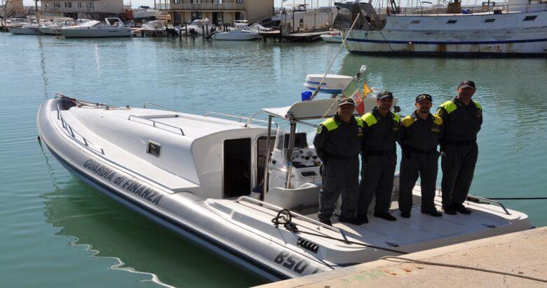CRONACA - Imbarcazione con motore in avaria, diportisti salvati dalla Polizia del Mare