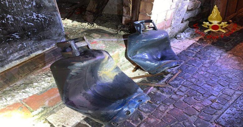 FORNELLI - Esplode bombola di gas, Vigili del Fuoco sul posto