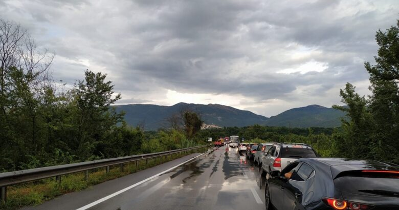 INCIDENTE STRADALE, SS 85 Venafrana, auto, sbanda, schianta, guard rail, Ponte Volturno, ferito