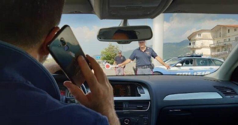 POLIZIA - Telefonini alla guida, controlli massicci della Stradale
