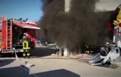 incendio fiamme carrozzeria vigili del fuoco