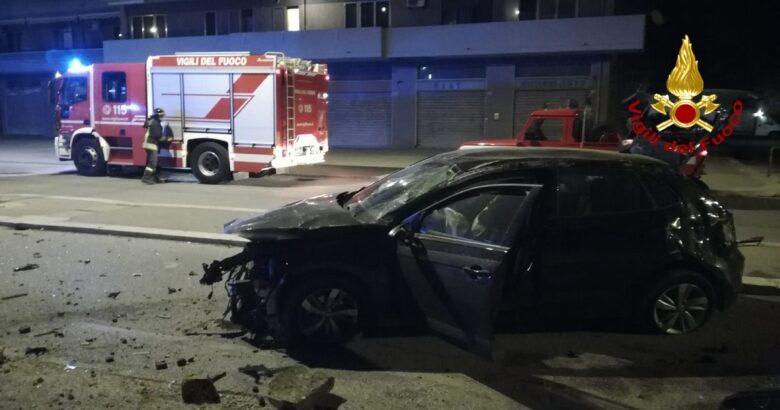 incidente stradale, auto contro muro,