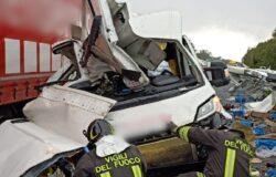 INCIDENTE, Scontro, camion, furgone, conducenti, ospedale
