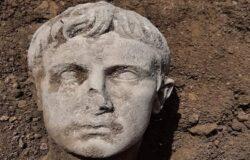 ISERNIA, testa, statua di marmo, imperatore Augusto