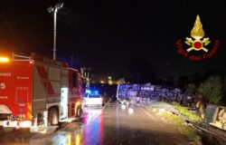 Incidente stradale, ribalta, camion, polli