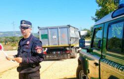 rifiuti speciali, denunciati, carabinieri forestali
