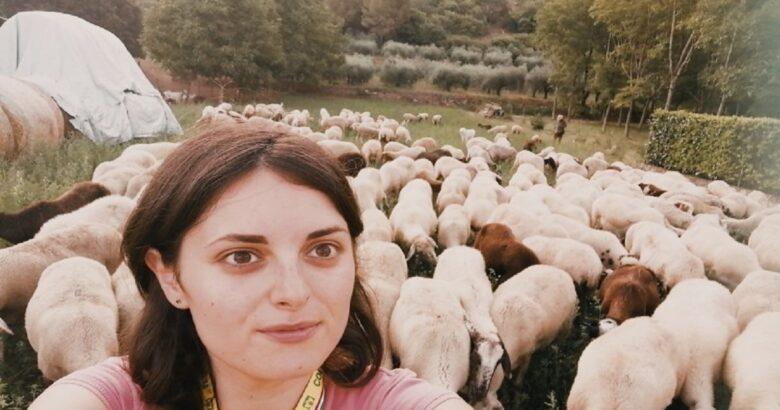 GPS, pecore, gregge, giovane allevatrice, Sesto Campano Anna Martone
