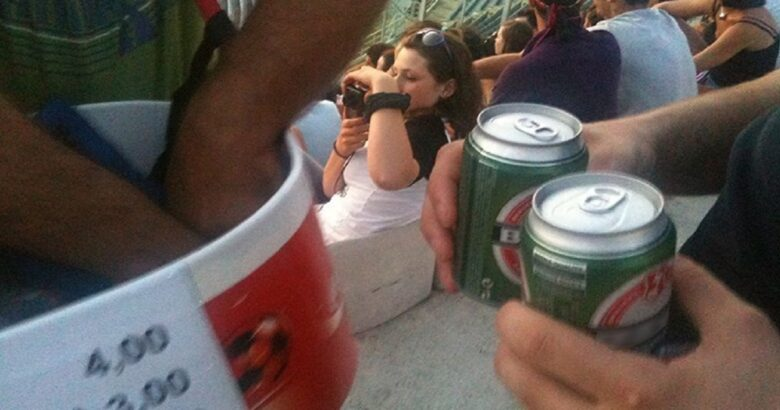 DIVIETI - No alla vendita di bevande alcoliche e in lattina allo stadio